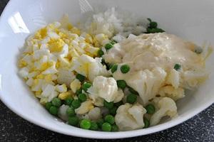 Из цветной капусты с йогуртом и яйцом