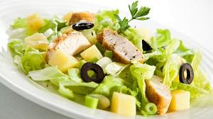 Салат из зелени и мяса